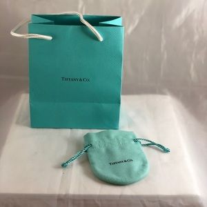 🎀🌸Tiffany  & Co bag and pouch